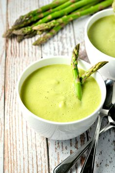 Dairy-Free Creamy Asparagus Soup. Quick and easy to make in your blender. Celebrate Spring! |www.flavourandsavour.com
