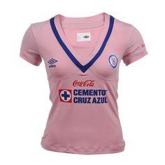 El jersey Cruz Azul Pink 2013 de Umbro para mujer forma parte de la campaña rosa para combatir el cáncer de mama.