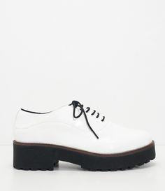 Sapato feminino    Material: sintético      Modelo oxford      Em verniz      Marca: Satinato      Com sola tratorada      Altura aproximada do salto: 4,8 cm           COLEÇÃO VERÃO 2018         Veja outras opções de    sapatos femininos.            Sobre a marca Satinato         A Satinato possui uma coleção de sapatos, bolsas e acessórios cheios de tendências de moda. 90% dos seus produtos são em couro. A principal característica dos Sapatos Santinato são o conforto, moda e qualidade…