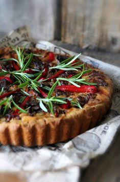 Kakkuviikarin vispailuja!: Suolainen kasvispiirakka Vegetable Pizza, Pie, Vegetables, Desserts, Food, Red Peppers, Torte, Tailgate Desserts, Cake