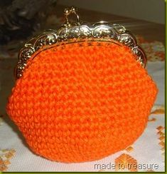 Crochet coin purse - free pattern & tutorial - mine's most probably going to be a little smaller, like these: http://studiowonjun.blogspot.de/2009/08/dough-in-pot-crochet-coin-purse.html