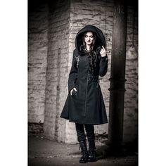 Wie eine Lady aus der Unterwelt schwebst du in der Fleecejacke Tears Coat durch den Tag. Der kuschelig weiche Mantel von Alchemy Black wird durch die Schnürungen und die super große Kapuze zum extravaganten Begleiter für Ladies, die genau wissen was sie wollen. #gothic #empstyle
