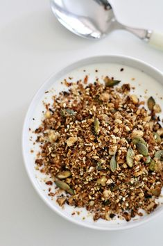 3dl (1 1/4 cup) Chopped brazil nuts  1 dl (1/2 cup) Pumpkin seeds  3 tbsp. Sesame seeds  3 tbsp. Coconut flakes  1/2 dl (1/4 cup) Coconut fat  3 dl (1 1/4 cup) Almond flour  1 tbsp. Cinnamon  1 pinch of salt  3 tbsp. Honey or a sprinkle of Stevia