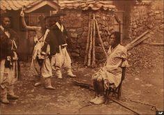 Interrogation. 조선은 신체형이 합법화된 국가였다. 피의자에게서 원하는 답을 얻기 위해 고문이 법적으로 허용되어 있었다. 『경국대전』 「형전(刑典)」의 '죄인의 심문과 처단(推斷)'은 고문 도구(예컨