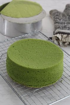 My daughter is a big fan of everything that includes matcha! I made this matcha cake for her Birthday.