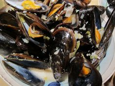 Mussels in White Wine and Garlic Cream Sauce