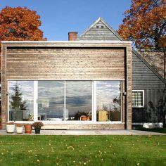 hagestue; hva med å lagen en wrap omkring vestsiden av huset; nedsiden med veranda over og denne opp på halve siden av huset?