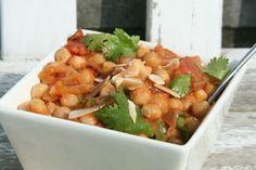 Dit kikkererwten curry recept staat binnen 15 minuten op tafel en is makkelijk te maken. Een grote favoriet bij kinderen, want de smaak is mild pittig.