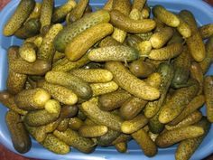 Castraveti murati in saramura - imagine 1 mare Fermentation Recipes, Canning Recipes, Canning Pickles, Good Food, Yummy Food, Tasty, Romanian Food, Romanian Recipes, Pickling Cucumbers
