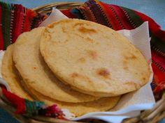 Las tortillas de maíz son un elemento fundamental en la cocina tradicional guatemalteca Related posts: Receta (video) – Tamales Guatemaltecos Receta (video) – Los Chuchitos Receta (video) – Caldo de Res Receta (video) – Los Churros