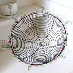 Loreen Wire Crafts, Metal Crafts, Wire Sculptures, Iron Wire, Metal Baskets, Wire Art, Wire Jewelry, Stuff To Do, Crafty