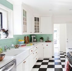 20 Kitchen Makeovers With Before and After Photos - Best Kitchen Transformations Ever Kitchen Styling, Kitchen Decor, Kitchen Ideas, Kitchen Designs, Kitchen Furniture, Ikea, Vintage Kitchen, 1950s Kitchen, Tudor Kitchen
