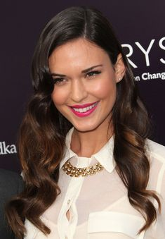 Odette Annable Photos - Actress Odette Yustman attend the Annual Chrysalis Butterfly Ball on June 2011 in Los Angeles, California. Golden Globes After Party, Golden Globe Award, Hollywood Curls, Old Hollywood, Odette Annable, Bright Lipstick, The Beverly, Girls World, Celebrity Beauty