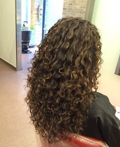 63 stunning examples of brown ombre hair - Hairstyles Trends Curly Hair Tips, Curly Hair Styles, Natural Hair Styles, Highlights Curly Hair, Brown Ombre Hair, Permed Hairstyles, Long Curly Haircuts, Hair Removal, Hair Looks