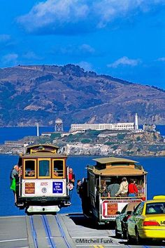 Sometimes this is exactly how it looks riding the Cable Cars.like you're going off the edge of a cliff! Baie De San Francisco, Usa San Francisco, Living In San Francisco, San Francisco Travel, San Francisco California, California Travel, San Francisco Cable Car, Southern California, Mission District San Francisco
