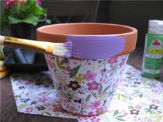 modge podge flower pots, cute for Mother's day gifts from the girls. modge podge flower pots, cute f Clay Pot Projects, Clay Pot Crafts, Fun Crafts, Diy And Crafts, Mod Podge Crafts, Decor Crafts, Art Projects, Painted Clay Pots, Painted Flower Pots