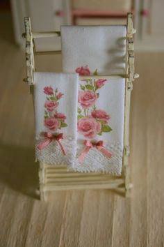 ♥♥ Lovely set of two towels (bath towel and face towel), they will look perfect in your dollhouse bathroom or bedroom ♥♥ Finished with a lovely lace trim that may vary due to rupture of stock of haberdashery , however I will ensure that will be of great quality and beautiful. Color: white. These towels are non-opening totally (the sides are glued to better finish.). They open lengthwise . I ACCEPT COMMISSIONS… . Choose your letter! This item is MADE TO ORDER IMPORTANT NOTE: SEE MY SHOP…