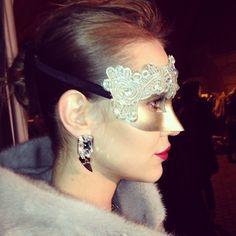 #backstage #fashionshow #jewelry #antonheunis #kateandkate #furs #masks #carnival #nafagala