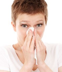 Congestion Remedies Nasal - Dry Stuffy Nose Remedy Fast - Winter Remedies for Stuffy Nose and Congestion Leading to Sinus Infections It's no fun being the snotty one! Constant drainage, congestion, stuffy nose, sneezing and blowing your nose gets in… Cold Home Remedies, Natural Remedies, Remedios Congestion Nasal, Fall Allergies, Seasonal Allergies, Sinus Infection Remedies, Health Application, Blocked Nose, Chest Congestion