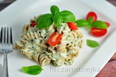 Skinny Pasta with Creamy Basil Sauce (Low Calorie, Low Fat) Pasta Ligera, Corn Pasta, Healthy Pasta Recipes, Healthy Pastas, Skinny Pasta, Pasta Integral, A Food, Food And Drink, Basil Sauce