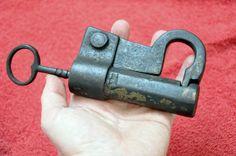 Büchsenschloss mit Gewindeschlüssel