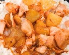 riz poulet ananas coco : http://www.cuisineaz.com/recettes/riz-au-poulet-ananas-et-coco-47340.aspx