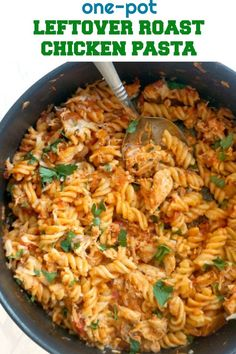 One-Pot Leftover Roast Chicken Pasta a quick and easy chicken dinner recipe for the whole family Transform your leftovers into a spectacular dish that will have everybody asking for seconds onepotpasta leftovers chickenfoodrecipes Roasted Chicken Leftover Recipes, Easy Chicken Dinner Recipes, Grilled Chicken Recipes, Cooked Chicken Recipes Leftovers, Leftover Rotisserie Chicken, Roast Chicken Pasta, Cheesy Chicken, Chicken Noodles, Chicken Broccoli