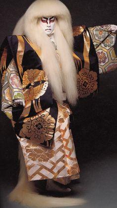 Bando Tamasburo, male kabuki legend: photo by Kishin Shinoyama, Japan