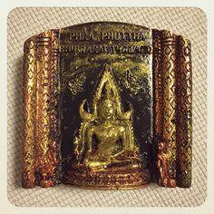 タイ・バンコクで購入したマグネット。ワット・ベーンチャマボビットの仏像。本当はこれ、ワットプラケオのエメラルド仏だと思って買っちゃったんです。調べもせずに気軽に買ってはだめですね。いつか行けたら行きます。