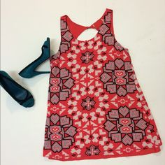 Printed minidress You can wear it as a dress or a long top. It's in perfect condition. I got it in a boutique in Spain. I didn't keep the tags because they were bothering my skin. Size is 6. Dresses