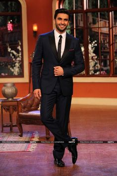Ranveer Singh Photos - Ranveer Singh on the set of Comedy Nights With Kapil Deepika Ranveer, Ranveer Singh, Deepika Padukone, Akshay Kumar, Indian Celebrities, Bollywood Celebrities, Bollywood Actress, Bollywood Stars, Bollywood Fashion