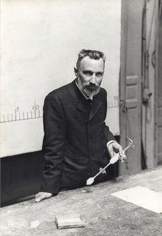 Pierre Curie, lecture on the radium, Paris, ca 1900 -by Henri Roger-Viollet