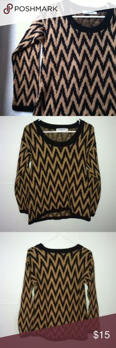 Cotton Emporium Sweater Top Shirt Large • excellent used condition • long sleeve sweater with round neckline and zigzag pattern • color: tan and back • brand: cotton emporium • size: large • free gift with any purchase • 15% off of all bundles • no trades • Cotton Emporium Sweaters Crew & Scoop Necks