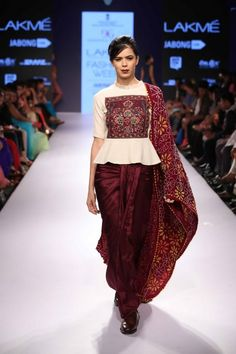 Modern saree blouse design is much inspired from shirts and top which has made saree more comfortable and trendy. Have a small look at below Lakme Fashion Week, India Fashion, Asian Fashion, Ethnic Fashion, Navratri Dress, Ethno Style, Modern Saree, Look Short, Designer Blouse Patterns