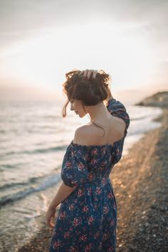 #girl #rocks #poses #sexy #beautifyl #dress #ideas #photoshoot #photography #mosow #sochi #photographer #sunset #summer #sea #Сочи #фотосессия #море #лето #идеи #фотограф #Москва #свадебный #камни #фотосъёмка #tender #female Elegant Engagement Photos, Engagement Photo Outfits, Vintage Photography, Portrait Photography, Beach Boudoir, Cute Young Girl, Beach Poses, Am Meer, How To Pose