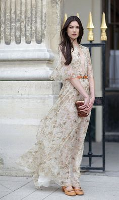 Celebrities who wear, use, or own Chloe Resort 2012 Floral Print Maxi Dress. Also discover the movies, TV shows, and events associated with Chloe Resort 2012 Floral Print Maxi Dress. Pretty Dresses, Beautiful Dresses, Flowy Dresses, Floaty Dress, Maxi Gowns, Gorgeous Dress, Look Fashion, Fashion Show, Net Fashion