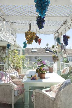 Spring Outdoor Gathering (rose patterned cushions on wicker chairs, white chunky wooden table +) LOVELY Outdoor Pergola, Outdoor Rooms, Outdoor Furniture Sets, Outdoor Decor, Garden Nook, Yard Party, Backyard Paradise, Wicker Chairs, Romantic Homes