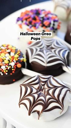 Easy Holiday Desserts, Holiday Snacks, Holiday Cookie Recipes, Holiday Cakes, Mini Desserts, Holiday Baking, No Bake Desserts, Halloween Finger Foods, Halloween Oreos