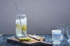 Chá verde geladinho e com um toque de laranja é perfeito para os dias de muito calor!