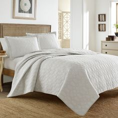 Tommy Bahama Catalina Cloud Grey Quilt Set