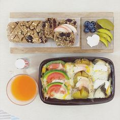 . good morning n good afternoon dear  sunday :-D))) . #goodmorning #morning #breakfast #brunch #yummy #goodfood #instafood #onthetable  #homemade #foodie #foodstagram #igfood #foodphotography #foodphoto #yum #2eat2gether #S_S_iloveBreakfast #朝食 #早餐 #早午餐 #ブランチ #烘培 #パン #baking #bread #pumpernickel #麵包 #蔓越莓核桃黑麥麵包 #焗烤海鮮拼盤 #gratin