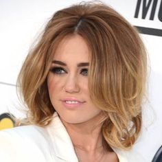 BIG + VOLUMINOUS – BEST MILEY CYRUS HAIRSTYLES