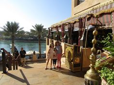 Madinat Jumeirah - Dubai - Voyage avec les enfants Voyage Dubai, Destinations, Destination Voyage, Blog Voyage, Fair Grounds, Street View, Travel, Family Travel, The Neighborhood