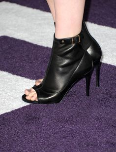 """Chloe Grace Moretz Photos - Actress Chloe Moretz arrives at the premiere of Paramount Pictures' """"Justin Bieber: Never Say Never"""" held at Nokia Theater L.A. Live on February 8, 2011 in Los Angeles, California. - Premiere Of Paramount Pictures' """"Justin Bieber: Never Say Never"""" - Arrivals"""