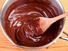 4 simple plant-based ingredients simmered on the stove top combine to make this rich and creamy chocolate ganache, a perfect topping for decadent desserts. Chocolate Ganache Glaze, Ganache Frosting, Ganache Recipe, Chocolate Lovers, Chocolate Recipes, Vegan Desserts, Just Desserts, Salsa Dulce, Go For It