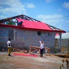 It's not quite Rumbling Spires but our new building does have a roof! #Tanx for all your #support so far together we will give the children of #Makeni the #ChanceToDance and to learn in a world of #GuitarsNotGuns every penny helps please #donate via our web page http://ift.tt/1BN6I1o #KALMIYH #marcbolan #GloriaJones #glamrock #rocknroll #rock #sierraleone #school #charity #africa #building #rooftop #roof