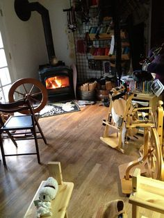 CENTERING WITH FIBER: Classes on spinning yarn with a spinning wheel