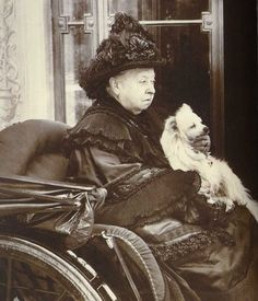Victoria at home: This photo, taken in the last years of her life, shows Queen Victoria with her pet dog. Royal Collection Trust/© Her Majesty Queen Elizabeth II 2017 Queen Victoria Birthday, Queen Victoria Family, Queen Victoria Prince Albert, Victoria And Albert, Reine Victoria, Victoria Reign, Royal Queen, English Royalty, Queen Of England