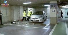 Motorista idoso tenta estacionar e prensa mulher contra parede