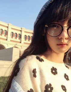 """Find and save images from the """"girl👯"""" collection by SNOOKER (snookerjr) on We Heart It, your everyday app to get lost in what you love. Ulzzang Korean Girl, Ulzzang Couple, Cute Girls, Cool Girl, Korean Girl Photo, Aesthetic Women, Ulzzang Fashion, Kawaii Girl, Beautiful Asian Girls"""